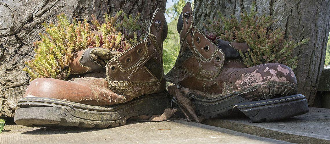 vieilles chaussures de sécurité abimées